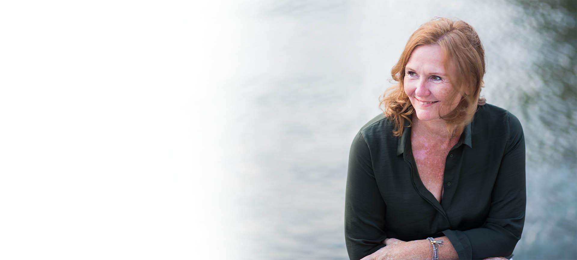 Petra Olenyi Coaching Portrait am Wasser
